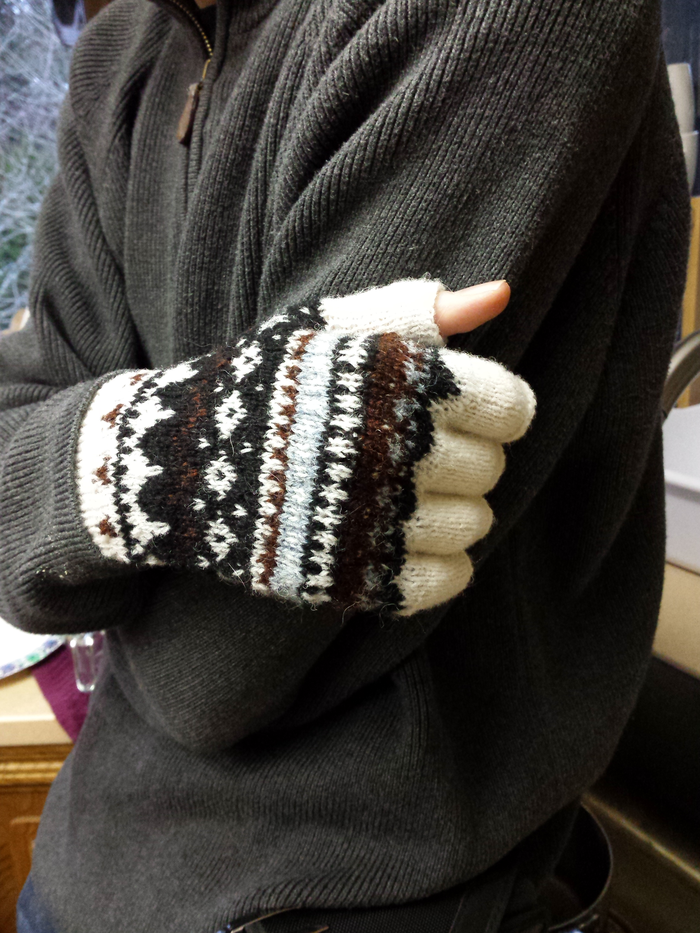 The Half Gloves of Sweater Homage
